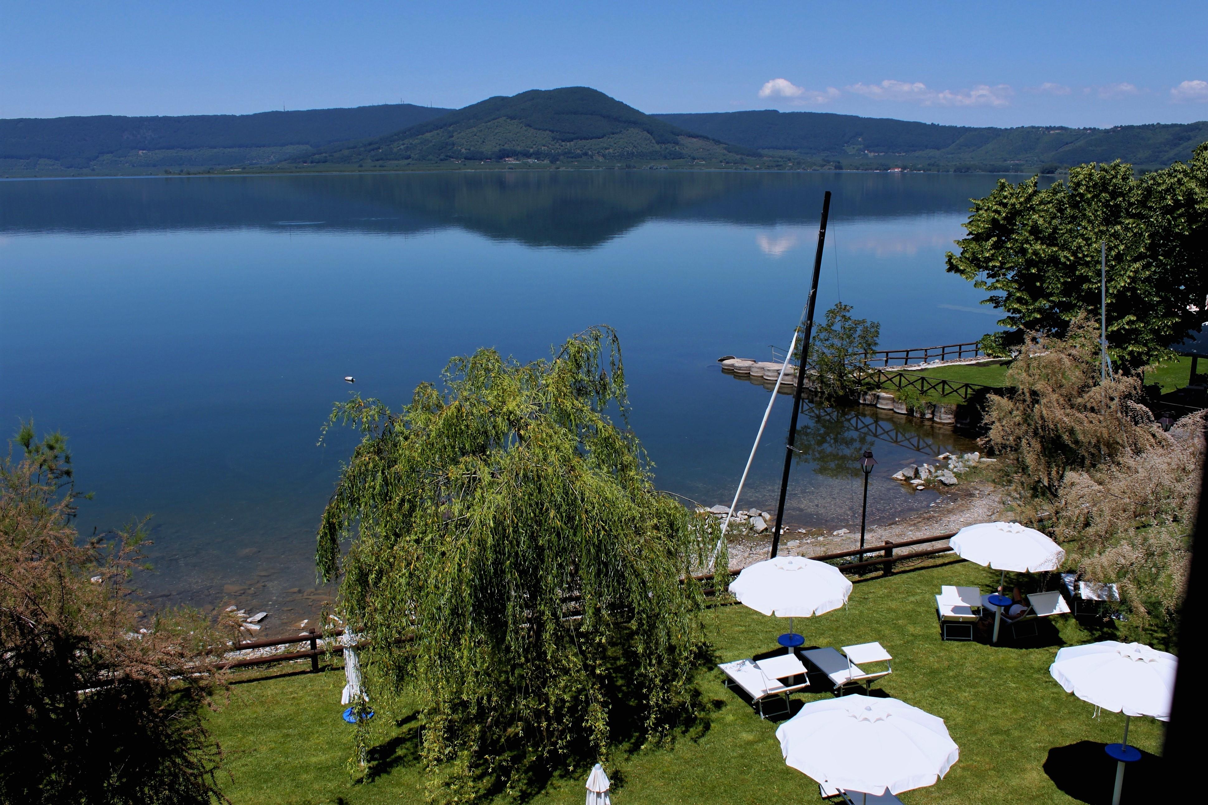 I sentieri intorno al Lago di Vico